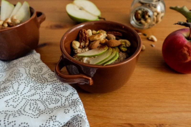 Ovesná kaše s hruškou a ořechy